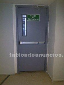 Puertas metálicas, barras antipanico, para salida de emergencia