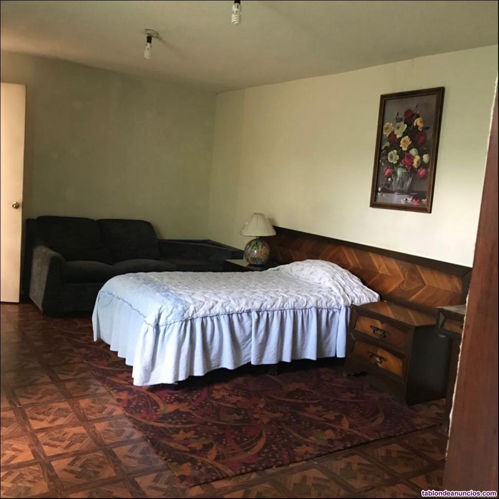 Habitación amueblada con baño propio