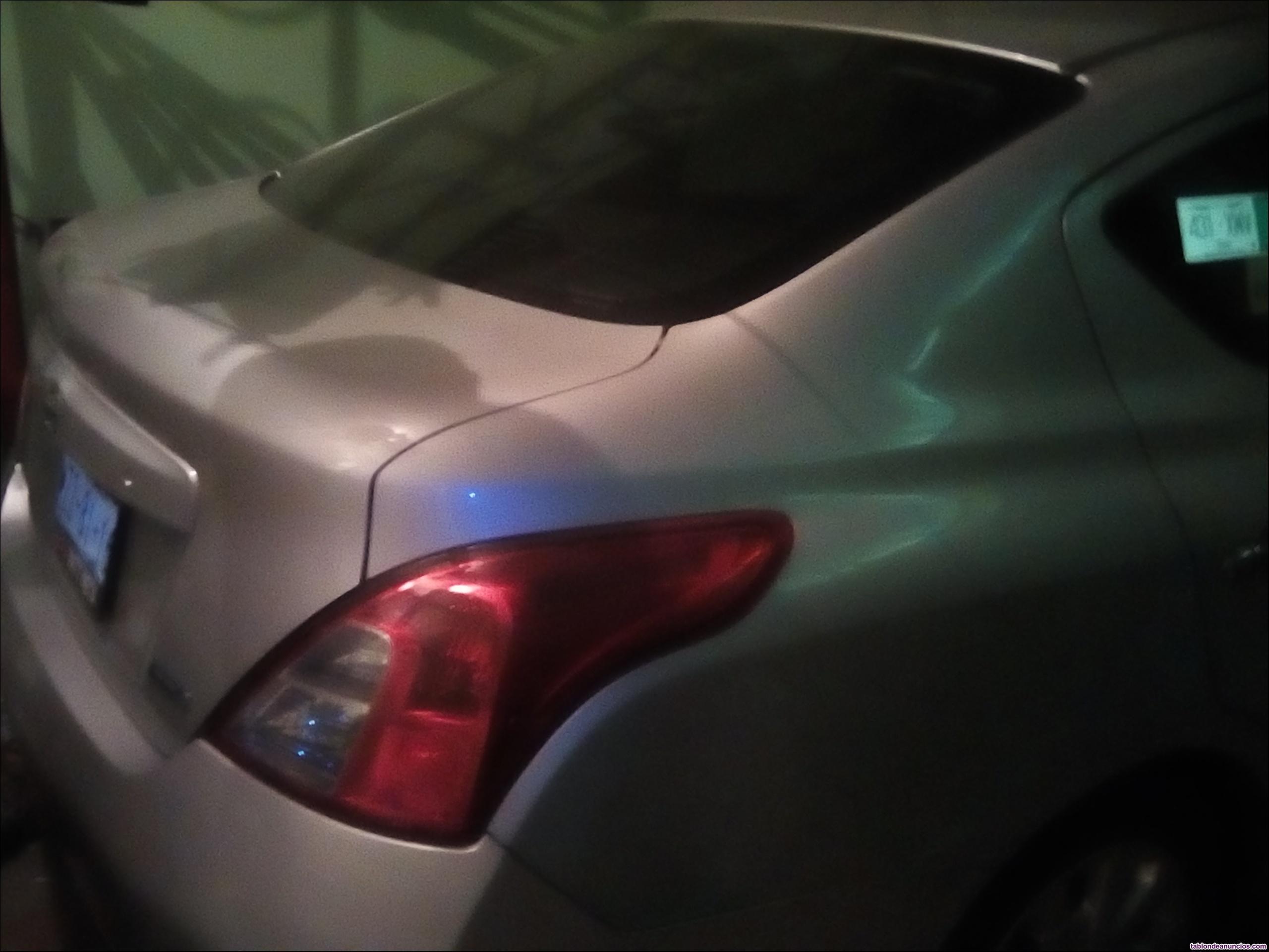 Nissan versa gris claro sense modelo